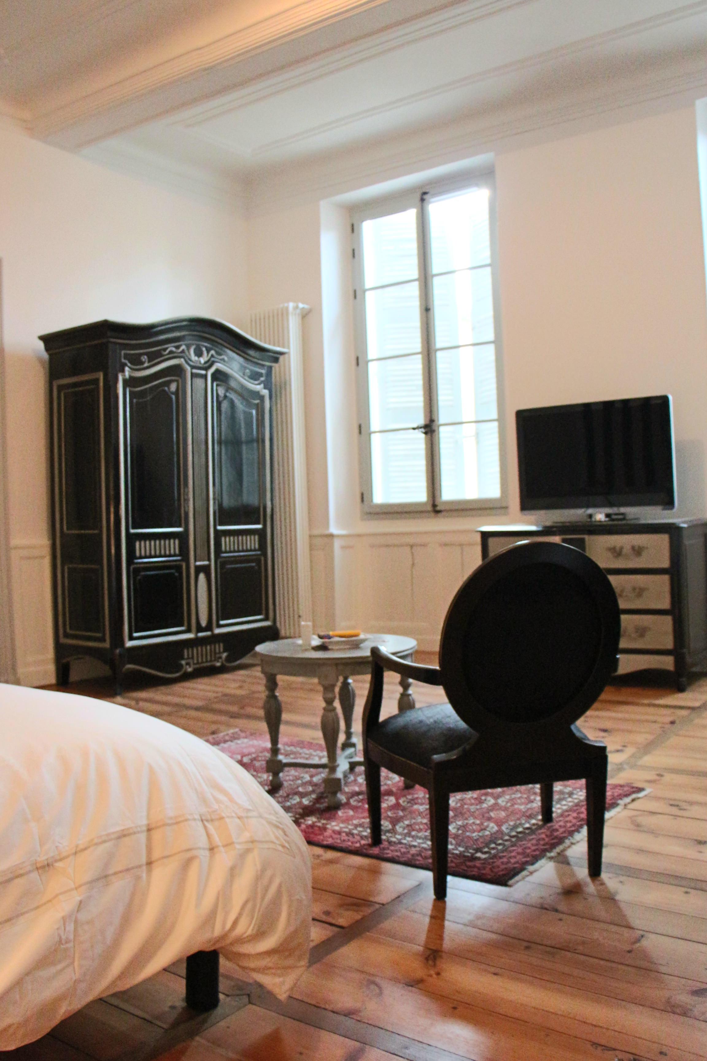 Sylvie-Lopez-Une-maison-de-maître-du-XVIIIème-chambre-armoire