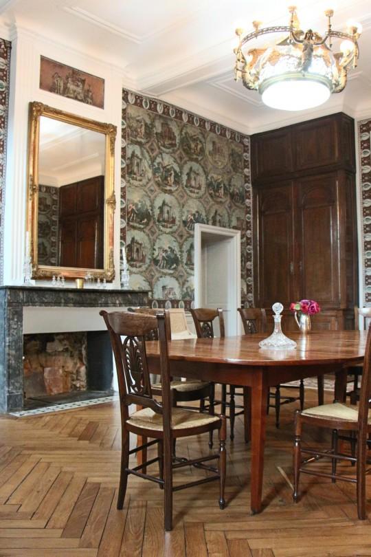 Sylvie-Lopez-Une-maison-de-maître-du-XVIIIème-salle-à-manger-cheminée
