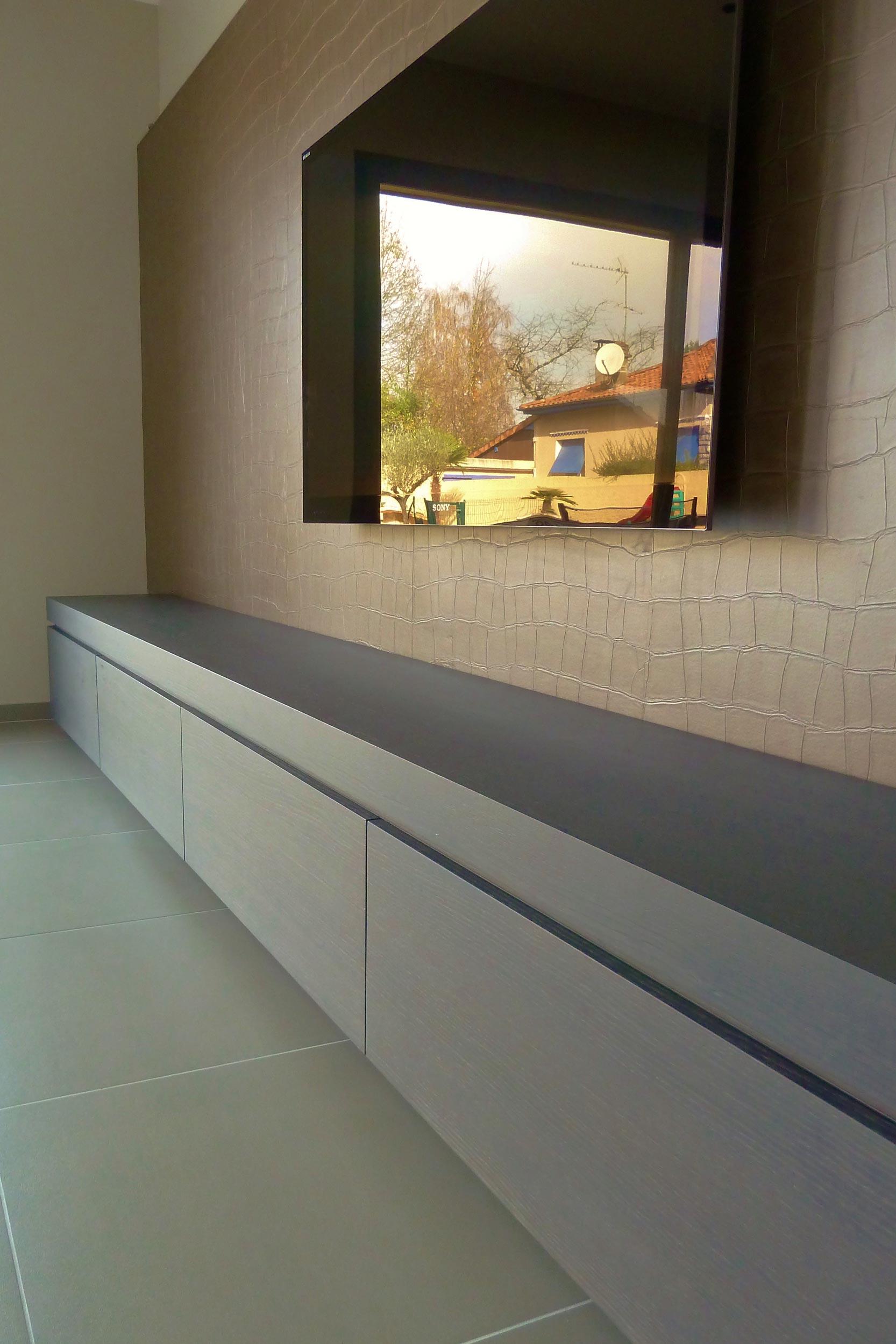 Une maison atypique au cœur du centre-ville-tv-meuble